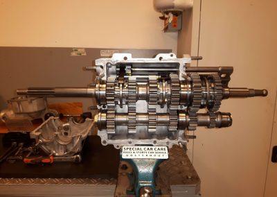 Klassieke auto restauratie Alfa versnellingsbak
